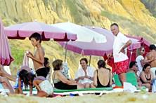 Praia usada por políticos ganha areia até ao verão