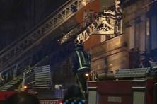 Incêndio urbano faz quatro feridos e atinge três casas