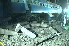 Descarrilamento de comboio provoca pelo menos 36 mortos na Índia