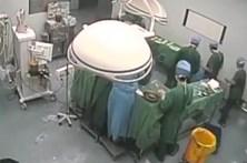 Cirurgião desmaia durante operação após 48 horas de serviço