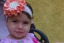 Bala perdida mata menina de 2 anos em restaurante