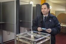 """Hamon fala em """"renovação"""" com vitória nas primárias em França"""