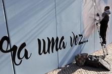 'Graffiter' Smile pinta história de Odivelas em muro de 120 metros