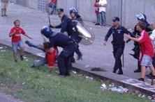 Polícia que agrediu adepto em Guimarães voltou aos estádios