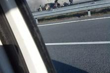 Jaguar de vereador pega fogo na autoestrada