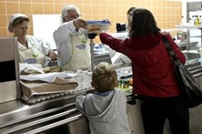 Cantinas sociais substituídas por distribuição de cabazes alimentares