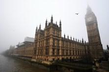 """Cinco detidos em Londres por se tentarem juntar a """"organização proibida"""""""