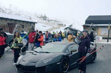 Cristiano Ronaldo abandona Lamborghini na estrada