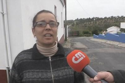 Carro de mulher desaparecida encontrado em berma de estrada
