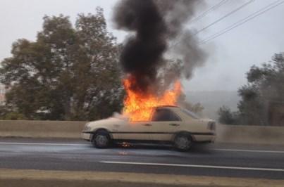 Veja o táxi em chamas na A5