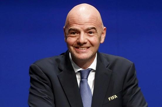 Infantino confirma recurso ao vídeo árbitro no Mundial de 2018
