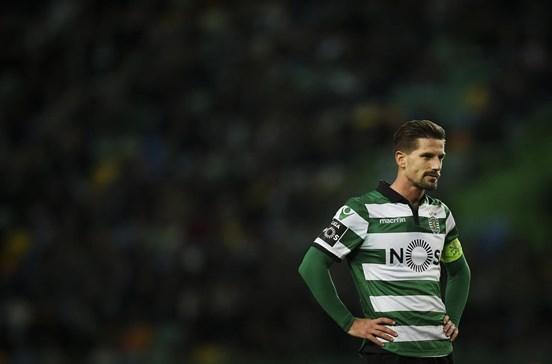 Adrien Silva força saída