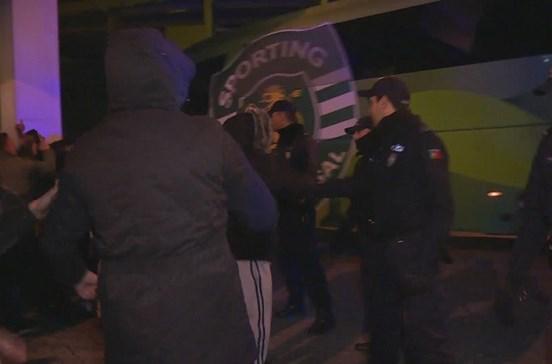 Sporting recebido com protestos em Alvalade