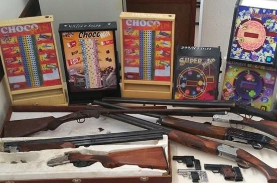 Polícia apreende nove armas e seis máquinas de fortuna ou azar