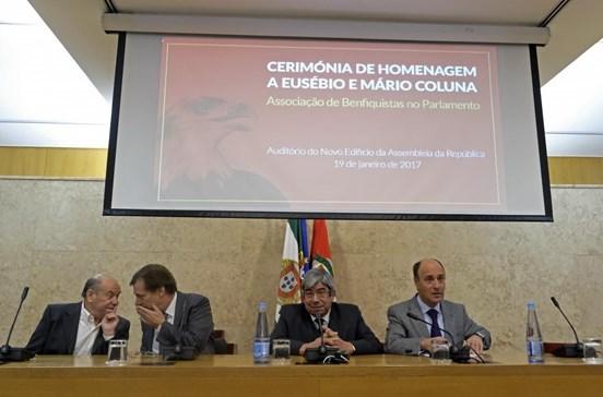 Memória de Eusébio e Coluna evocada no Parlamento