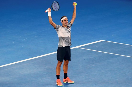 Roger Federer nos courts pelo menos até 2019