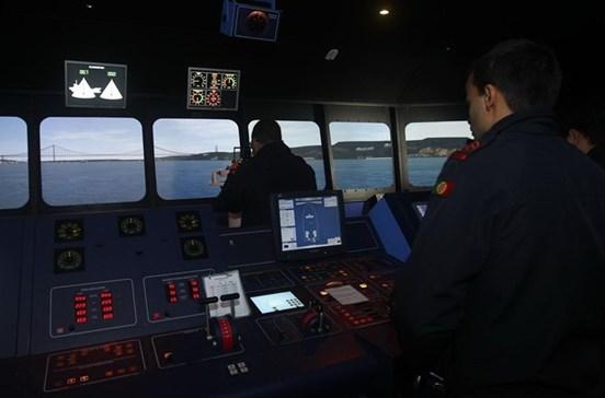 Marinha resgata tripulante ferido de navio em Aveiro
