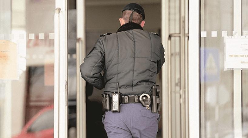 Investigação por violência doméstica resulta na apreensão de uma arma em Espinho