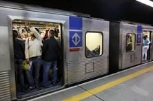 Mulher atacada com substância corrosiva no metro de São Paulo