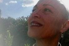 Carla Andrino rapa o cabelo