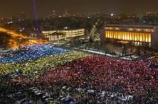 Romenos voltaram às ruas para exigir demissão do governo