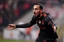 Mitroglou dá a liderança ao Benfica