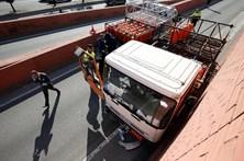 Polícia trava a tiro homem que conduzia camião de botijas de gás