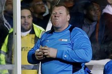 Guarda-redes deixa clube depois de comer tarte durante jogo