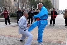 Kung-fu para ficar com genitais de aço