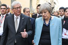 """Juncker ameaça com """"fatura muito cara"""" após Brexit"""