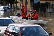 Centenas de pessoas resgatadas em cheias na Califórnia