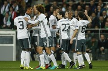 Manchester United segue para os 'oitavos' da Liga Europa