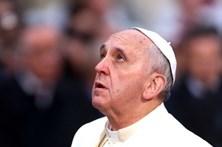 Quase mil euros para dormir num saco-cama e poder ver o Papa