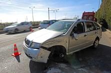 Dois feridos em colisão aparatosa na marginal