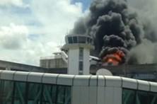 Incêndio atinge aeroporto de Salvador, no Brasil