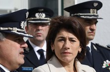 Ministra admite medidas para evitar furto de armas policiais