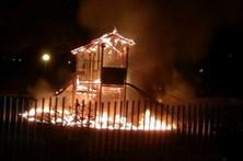Parque infantil incendiado em noite de Carnaval