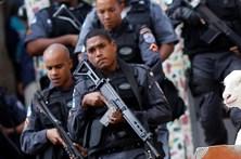 Folião morto por polícia em alegado assalto no Carnaval de Salvador