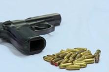 Auditoria mostra erros a armazenar pistolas
