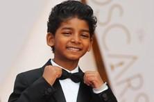 Estrelas de Hollywood brilham na passadeira vermelha dos Óscares