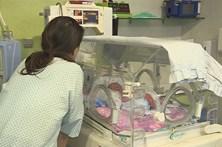 Recém-nascido retirado à mãe ainda no hospital