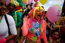 Foliões divertem-se no Carnaval de Sesimbra