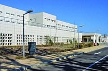 Hospital acusado de erro a despedir cirurgião