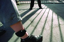 Jovem foge de prisão domiciliária