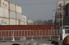 Moradores de bairro em Camarate queixam-se da falta de condições ambientais