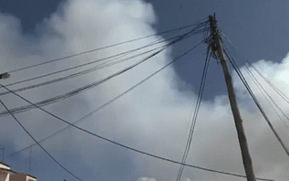 Nuvem de fumo tóxico alerta populações