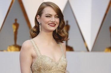 Emma Stone e Chrissy Teigen brilham nos Óscares