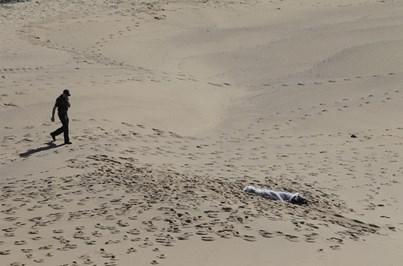 Homem e mulher encontrados mortos em praia de Santa Cruz