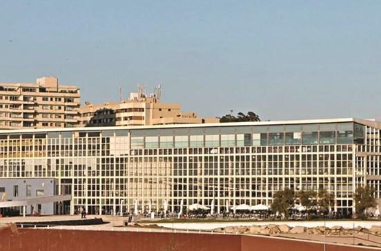 Edifício Transparente no Porto sem compradores