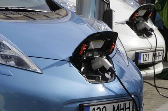 Compra de carros elétricos vai ter incentivos de 2 250 euros